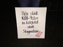 Forderung bei der Mahnwache an der städtischen Kita Kreuztal-Littfeld