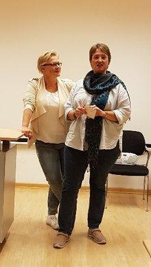 Die stv. ver.di-Bezirksvorsitzende Tanja Krönert und die stv. Gleichstellungsbeauftragte der Uni Siegen eröffnen die Veranstaltung