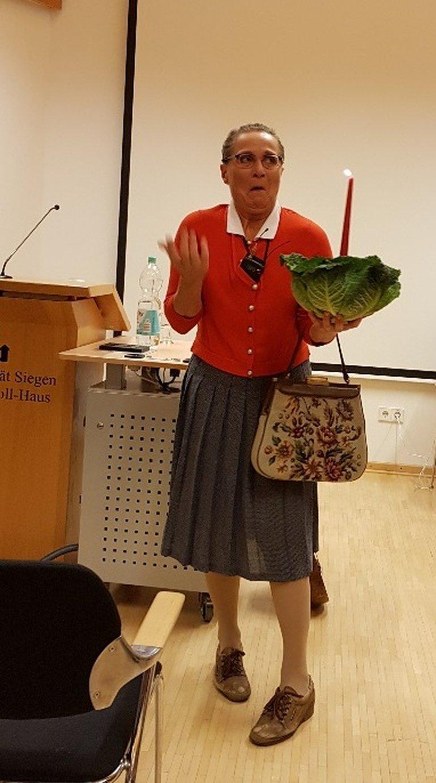 """Im südwestfälischen Kabarett nicht wegzudenken: Christa Weigand, alias """"Ursel"""", sorgt für gute Unterhaltung"""