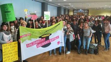 Streikende AWO-Beschäftigte in Siegen